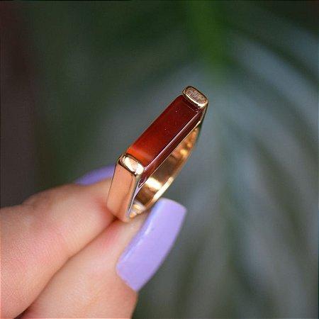 Anel reto pedra natural ágata vermelha ouro semijoia