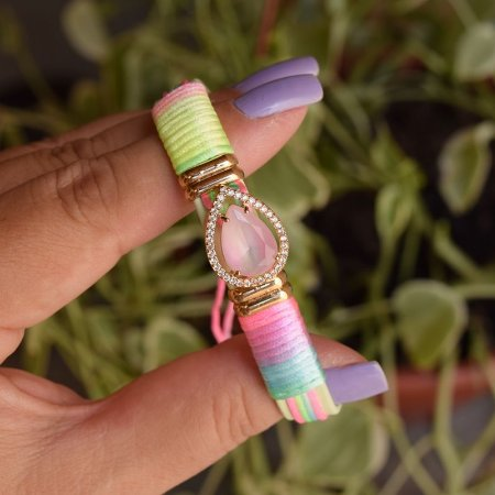 Bracelete couro sintético cristal gota fio de seda neon colorido