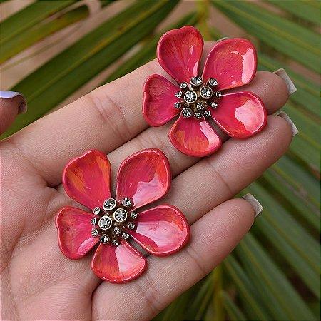 Brinco flor pintado à mão rosa com cristais