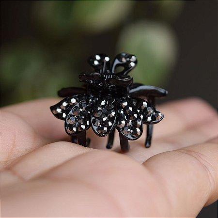Piranha de cabelo preto com cristais