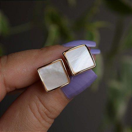 Brinco quadrado madrepérola ouro semijoia 3978