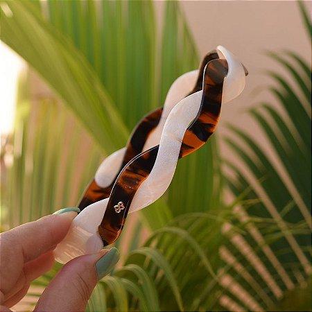 Tiara acrílico Bianca trançada bicolor madrepérola com marrom 20 010