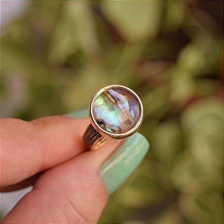 Anel redondo pedra natural abalone ouro semijoia