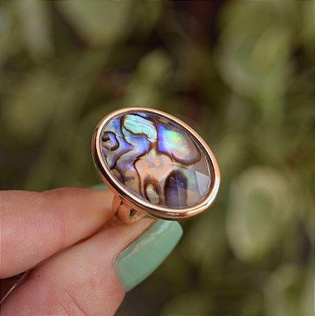 Anel oval pedra natural abalone ouro semijoia