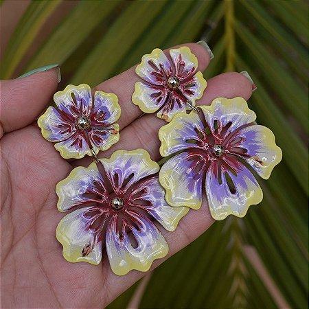 Brinco flores coloridas pintado à mão dourado