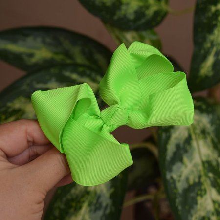 Presilha bico de pato infantil laço verde neon