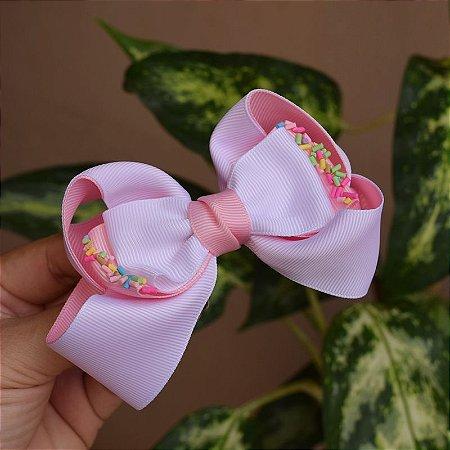 Presilha bico de pato infantil laço branco com rosa