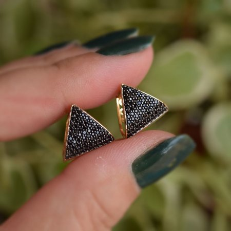 Brinco argolinha triangular zircônia black ouro semijoia 3556