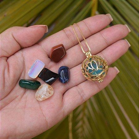 Colar Chamador de Anjo g flor de lótus pedras naturais ouro semijoia