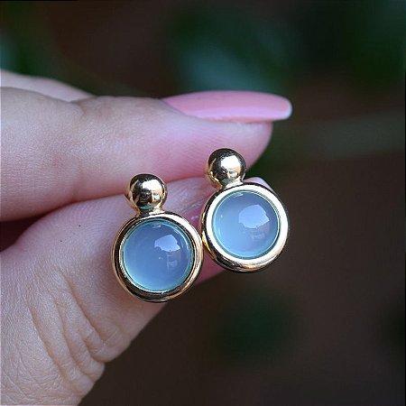 Brinco redondo pedra natural ágata azul céu ouro semijoia