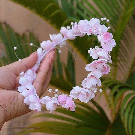 Tiara de flores rosadas e pérolas para noivas