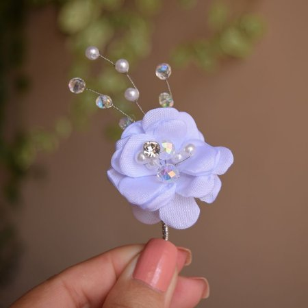 Arranjo de flor pequeno com cristais e pérolas