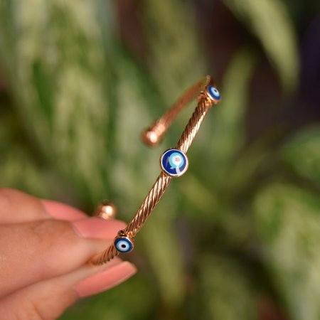 Bracelete torcido olho grego ouro semijoia