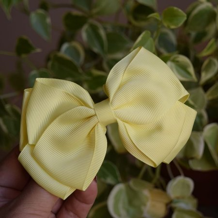 Presilha bico de pato infantil laço amarelo