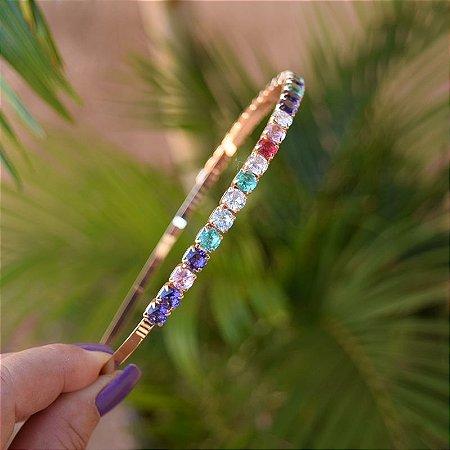 Tiara metal dourado com cristais redondos coloridos