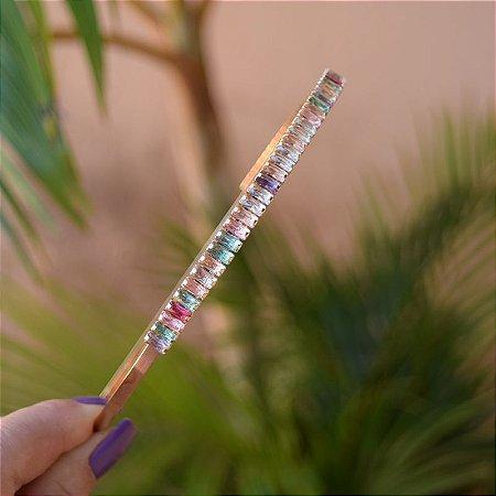 Tiara metal dourado com cristais baguetes coloridos