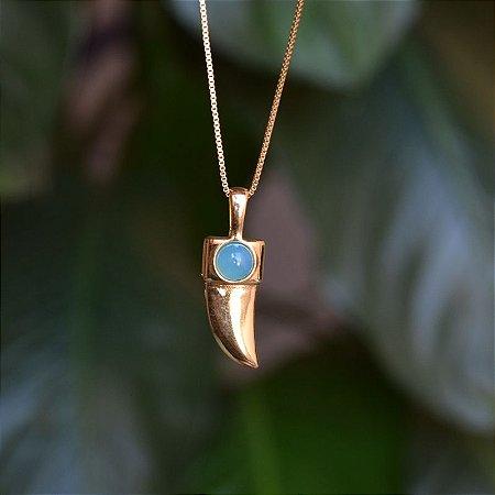 Colar pedra natural ágata azul céu dente de sabre ouro semijoia