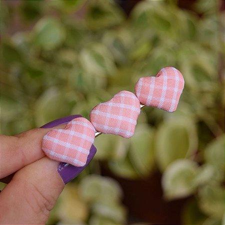 Presilha bico de pato coração vichy rosa