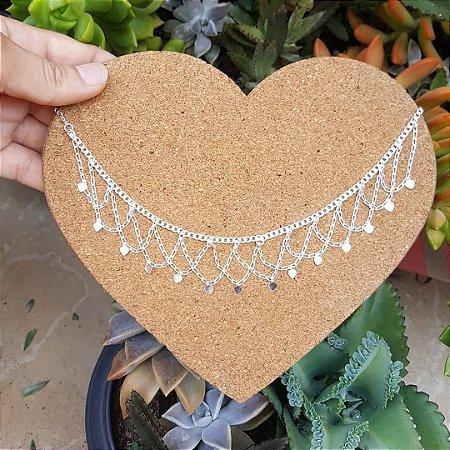 Tornozeleira indiana com corações pendentes em chaparia