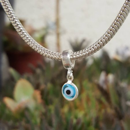 Berloque olho grego azul claro
