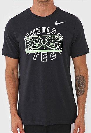 Camiseta Nike Tee Story Pack 2