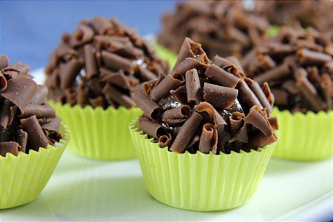 Brigadeiro com raspas de chocolate Callebaut  (mín 24 uni)