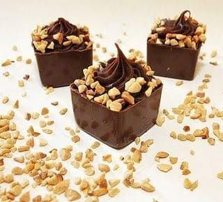 Copinho de chocolate com ganache de avelã (mín 25 uni)
