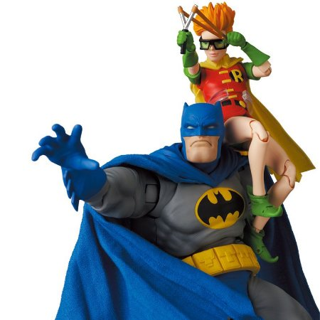 MAFEX No.139 MAFEX BATMAN BLUE Ver. & ROBIN (The Dark Knight Returns)(Pre-order)
