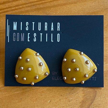 Brinco Ouriço Triangular Mostarda