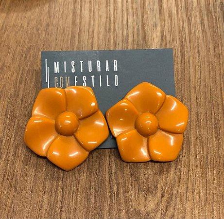 Brinco Flor de Resina - Coral
