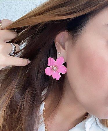 Brinco Flor Metal Esmaltada Grande - Rosa Chiclete