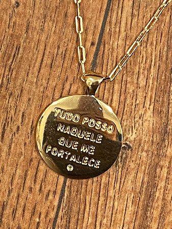 """Colar com Medalha """"Tudo Posso"""" corrente Cartier Fina - Dourado"""