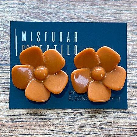 Brinco Flor de Resina Aberta Pequena - Coral