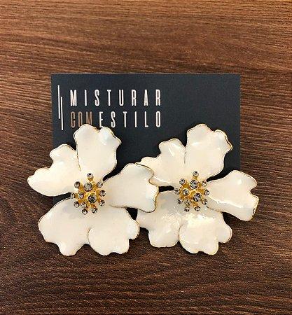 Brinco Flor com Curvas Esmaltadas - Branca