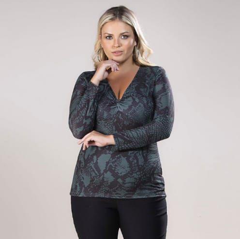 Blusa Malha Decote V Animal Print Plus Size