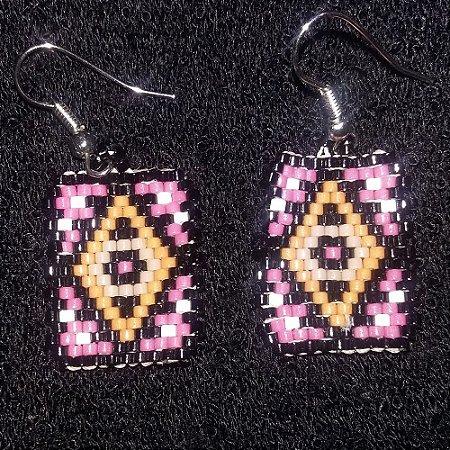 Brincos Miyuki preto e rosa antigo estampados
