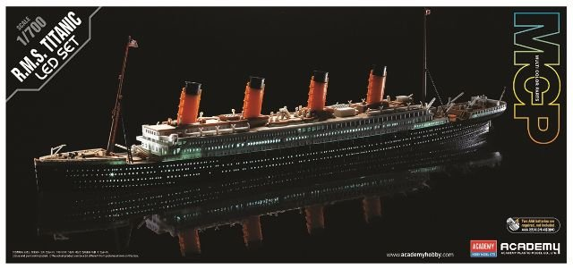 Academy - RMS Titanic Premium Edition with Led  - 1/700