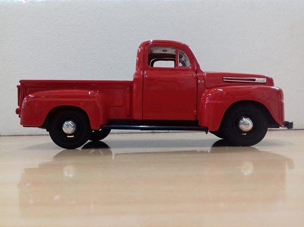 Maisto - Ford F-1 Pickup 1948 - 1/25