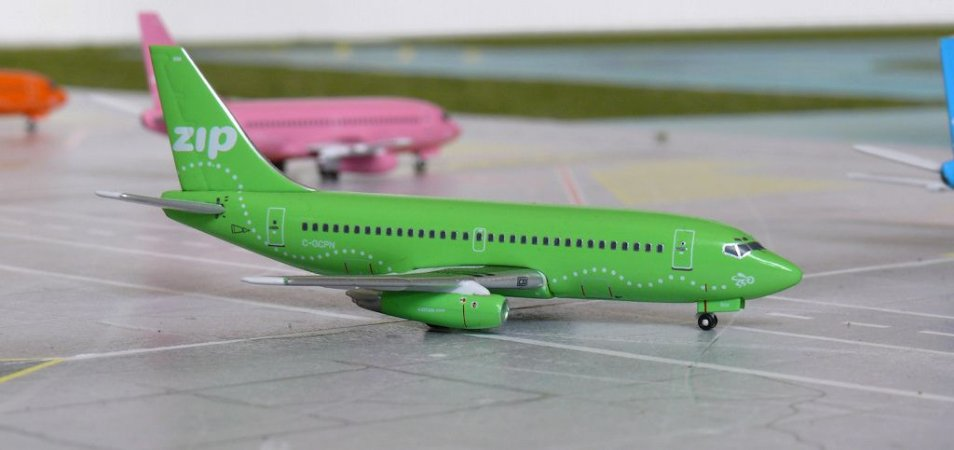 "Aero Classics - Boeing 737-200 ""Zip Green"" - 1/400"