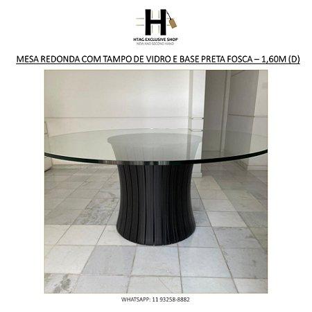 MESA DE JANTAR REDONDA COM TAMPO DE VIDRO TEMPERADO E BASE CILÍNDRICA EM MADEIRA RIPADA PRETA FOSCA - 1,70M (D)