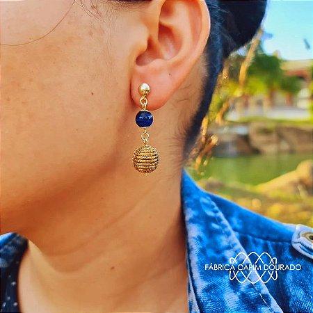 Brinco Capim Dourado C/ Pedra Natural Olho de Tigre Azul Cód. B409 - Hipoalergênico