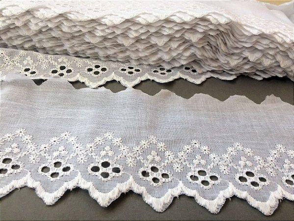 Tira Bordada 9,00 cm - 100% algodão branco | Peça com 14,40 m
