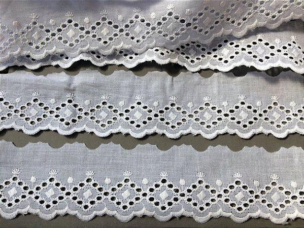 Tira Bordada 5,60 cm - 100% algodão branco   Peça com 14,40 m