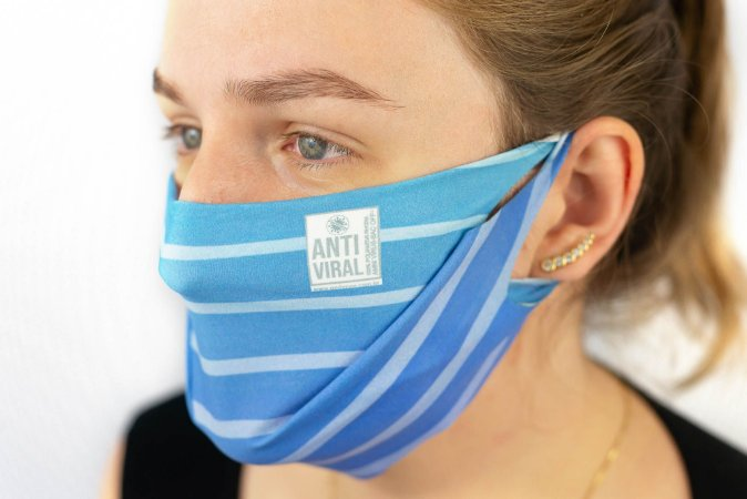 Máscara Antiviral Permanente - Unica, Adulta (Azul Claro listradinha)