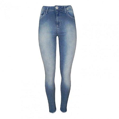 Calça jeans skinny com bainha assimétrica chopper