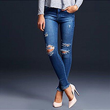 Calça jeans skinny destroyed barra desfiada its&co
