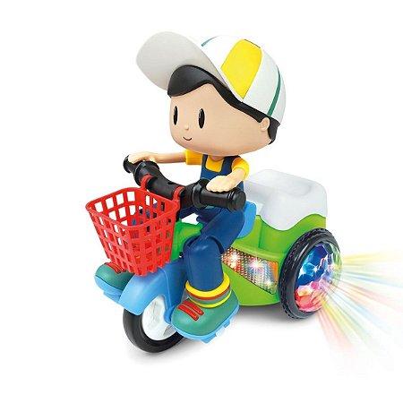 Bate e Volta Bob no Triciclo Dm Toys - colorido