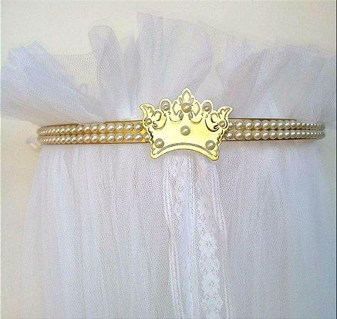 Dossel Coroa Fino Ouro Vivo Decorado Com Pérolas + Véu Mosquiteiro Em Tecido Filó