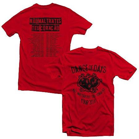 """Dance of Days """"Não Maltrates Teu Coração Tour 2014"""" Camiseta Vermelha"""