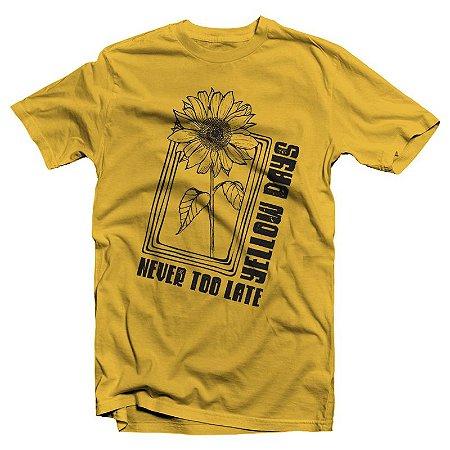 "Never Too Late ""Girassol"" Camiseta Amarela"